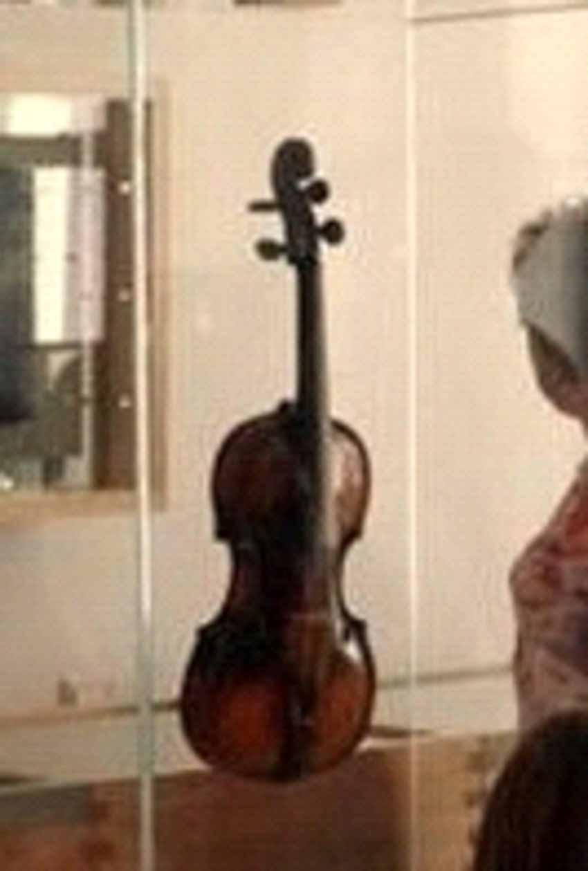 Thăm nhà lưu niệmnhạc sĩ thiên tài Mozart -9