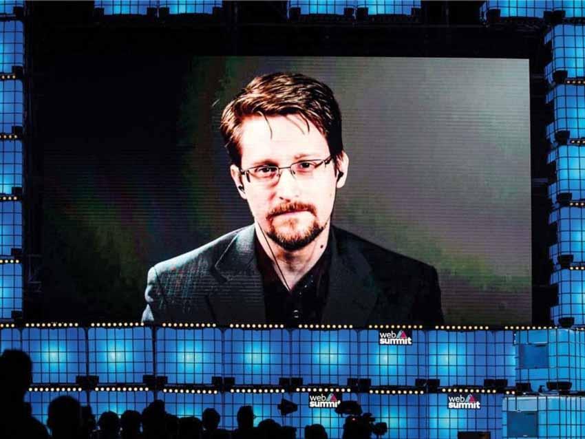 Cựu điệp viên Mỹ Edward Snowden: 'Chúng ta đang chết đuối giữa biển thông tin!' -4