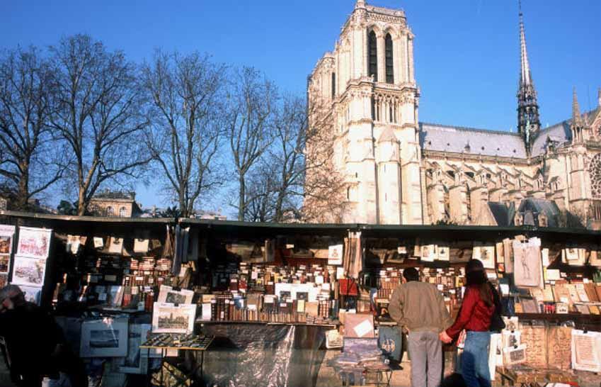 Phố bán sách cũ bên bờ sông Seine -3