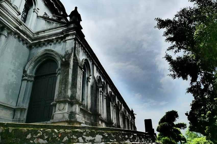 Chuyện chưa kể về nhà thờ hơn 100 tuổi nằm trên mỏm núi hình con rùa -3