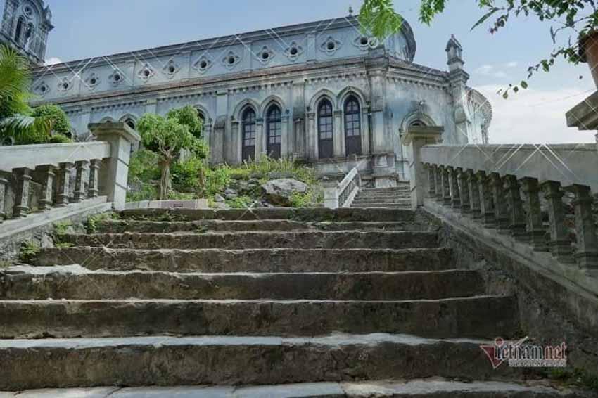 Chuyện chưa kể về nhà thờ hơn 100 tuổi nằm trên mỏm núi hình con rùa -5