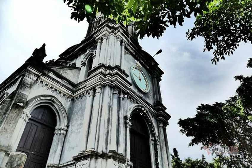 Chuyện chưa kể về nhà thờ hơn 100 tuổi nằm trên mỏm núi hình con rùa -8