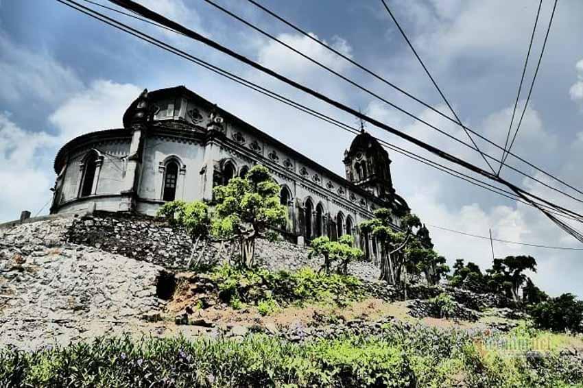 Chuyện chưa kể về nhà thờ hơn 100 tuổi nằm trên mỏm núi hình con rùa -11