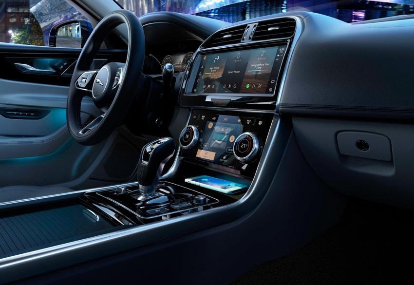 Jaguar XE: cập nhật các công nghệ được kết nối mới và công suất lai điện - 3
