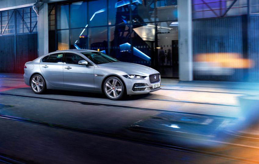 Jaguar XE: cập nhật các công nghệ được kết nối mới và công suất lai điện - 4
