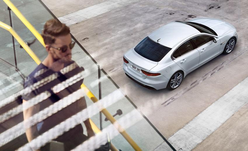 Jaguar XE: cập nhật các công nghệ được kết nối mới và công suất lai điện - 5