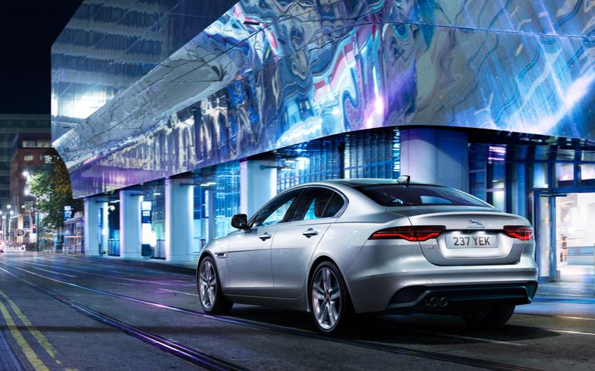 Jaguar XE: cập nhật các công nghệ được kết nối mới và công suất lai điện - 10