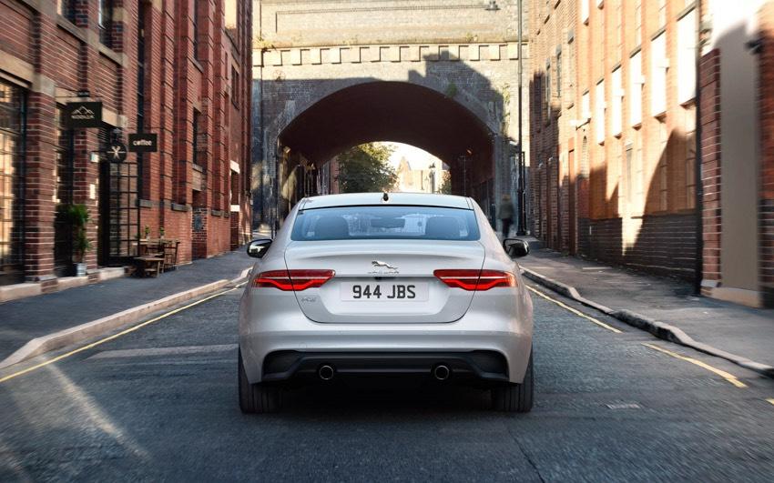 Jaguar XE: cập nhật các công nghệ được kết nối mới và công suất lai điện - 18