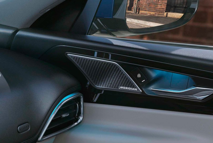 Jaguar XE: cập nhật các công nghệ được kết nối mới và công suất lai điện-20