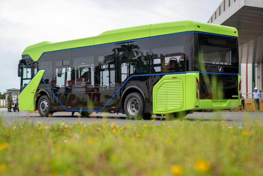 Vingroup chính thức chạy thử nghiệm xe buýt điện VinFast-7