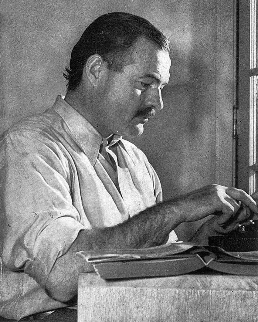 Ernest Hemingway sống cách ly với vợ và người tình -1