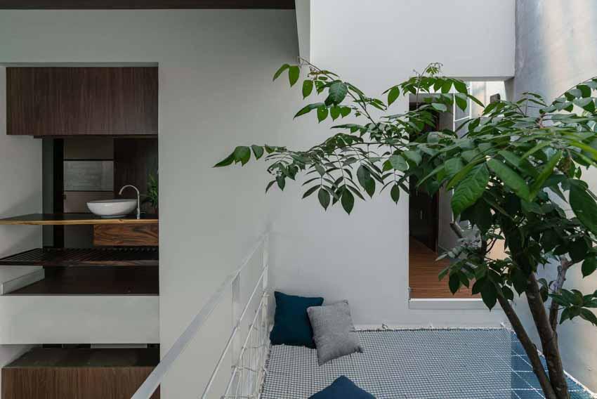 Ngôi nhà được thiết kế theo phong cách của chủ nhân: Ngoài lạnh lùng, trong ấm áp -9