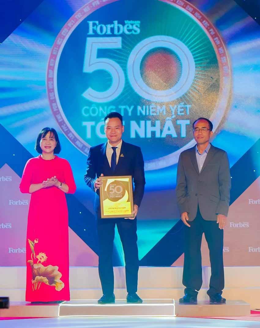 Lần thứ 8 liên tiếp, Tập đoàn Đất Xanh được vinh danh 'Top 50 công ty niêm yết tốt nhất Việt Nam 2020' -4