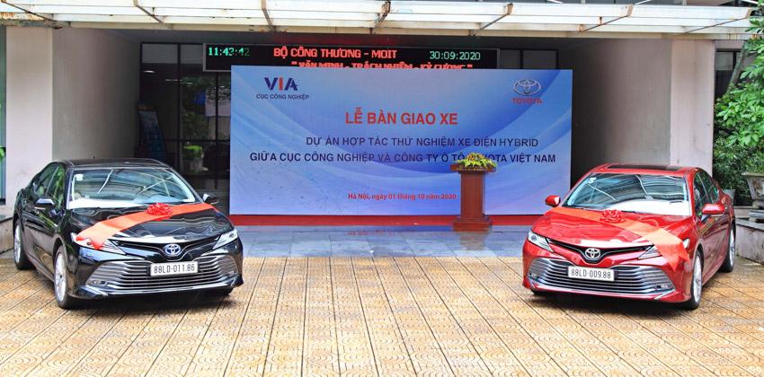 Toyota Việt Nam bàn giao xe Camry Hybrid cho Bộ Công Thương theo dõi vận hành xe công nghệ - 3