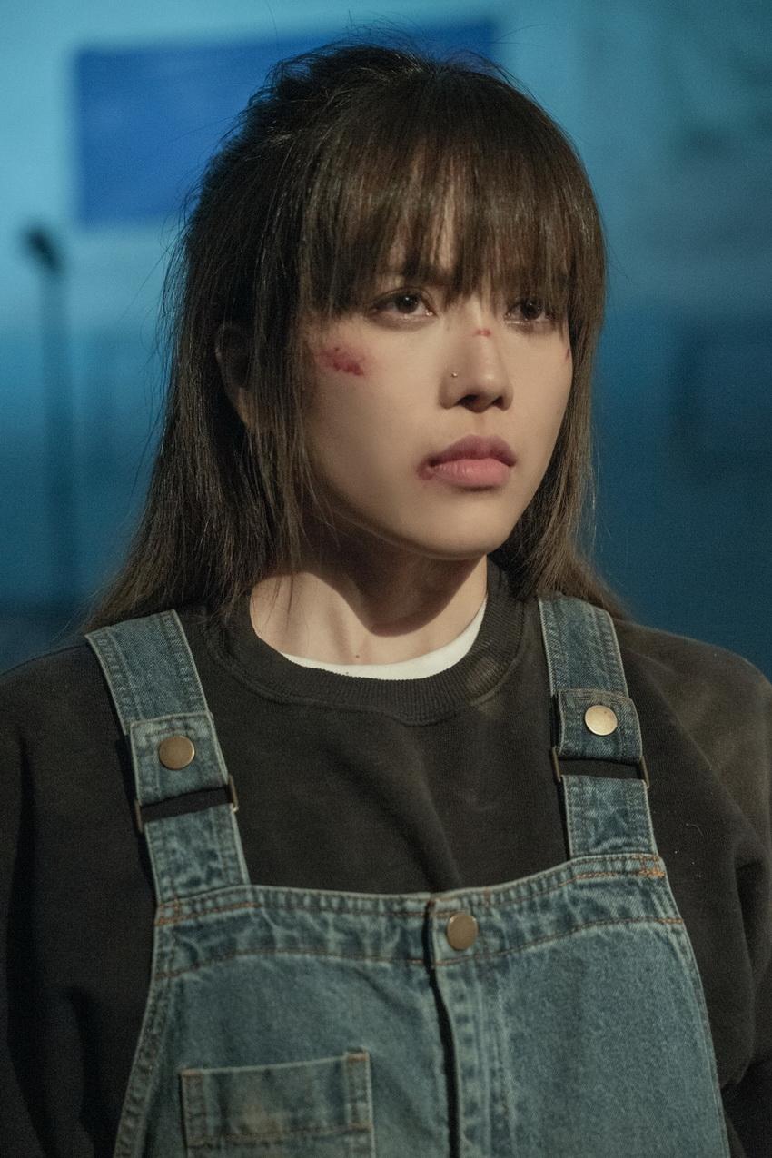Thiều Bảo Trâm gửi gắm thông điệp ý nghĩa đằng sau cuộc đời của cô gái bạo lực trong MV mới 006