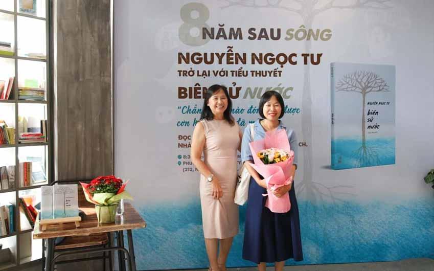 Nhà văn Nguyễn Ngọc Tư ký tặng sách cho hàng trăm bạn đọc Sài Gòn -6
