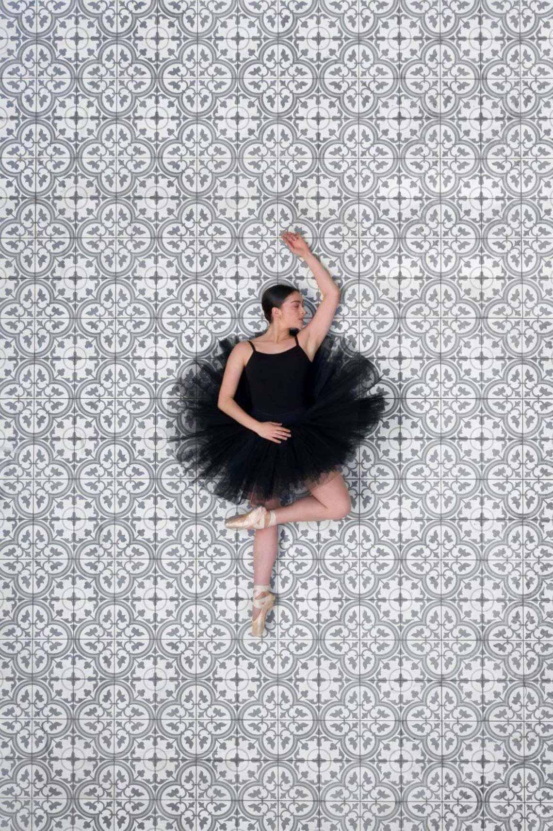 Vẻ đẹp của vũ công múa ballet qua góc chụp từ trên cao -5