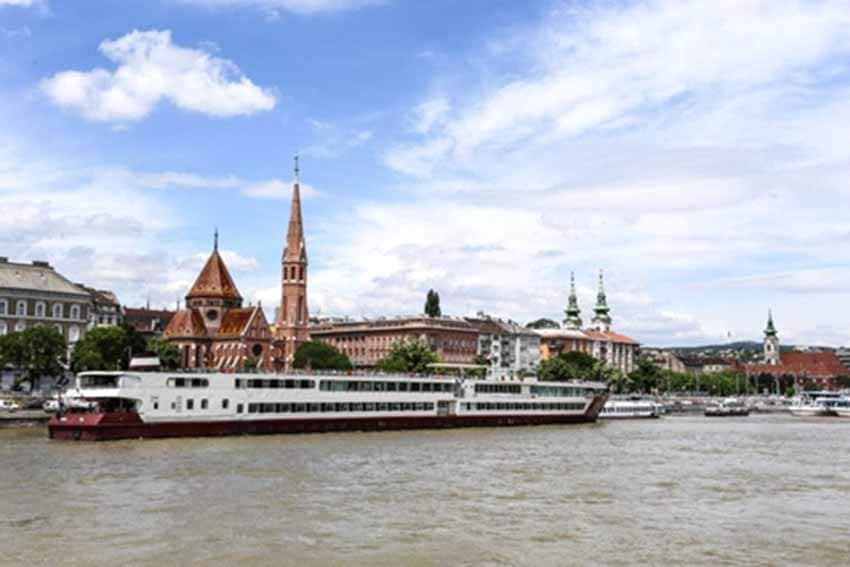 Sông Danube và những đôi giày tưởng niệm -1