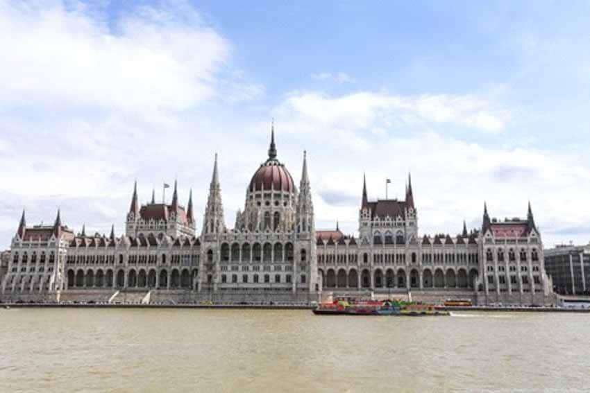 Sông Danube và những đôi giày tưởng niệm -3