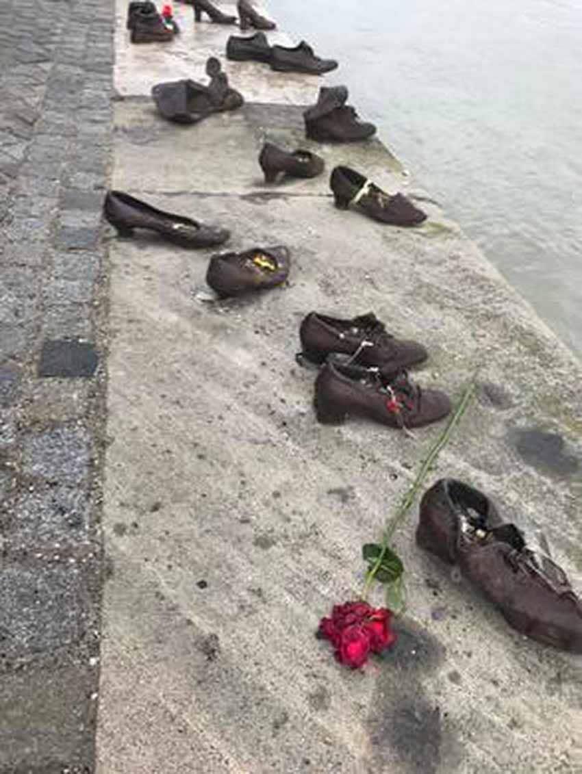 Sông Danube và những đôi giày tưởng niệm -5