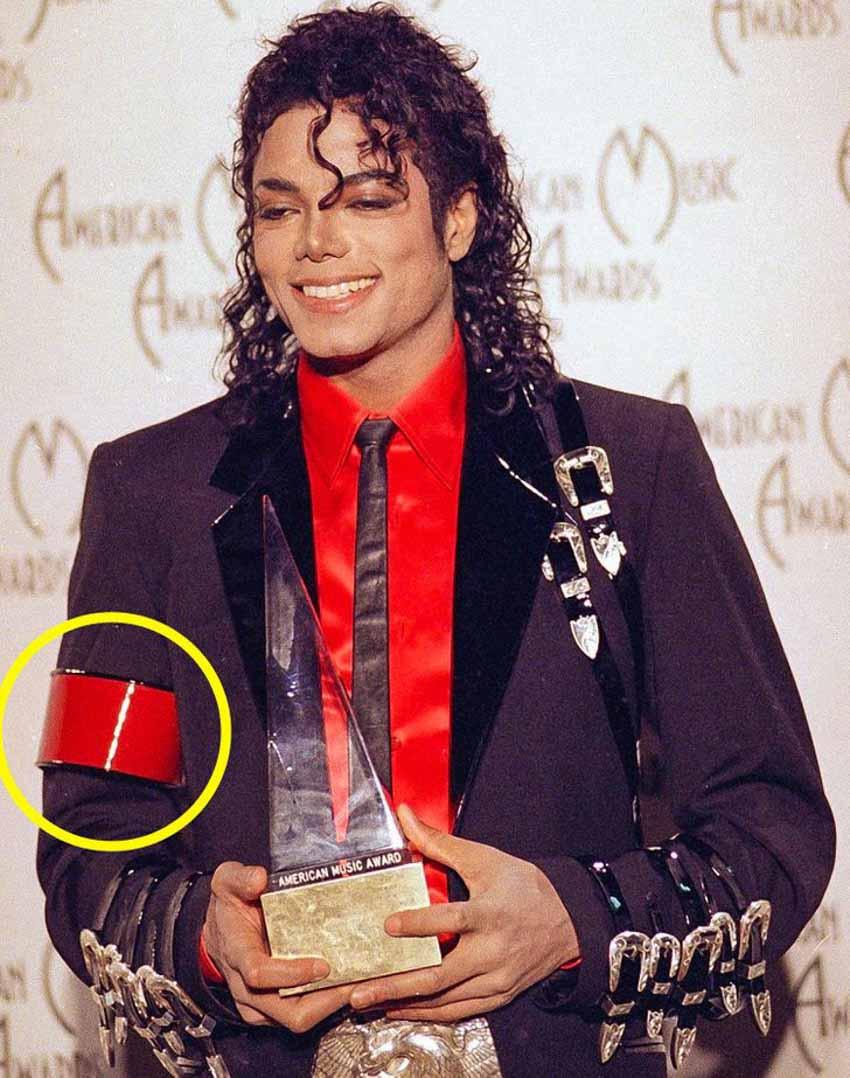 Tại sao Michael Jackson chỉ đeo một găng ở bàn tay phải? -3