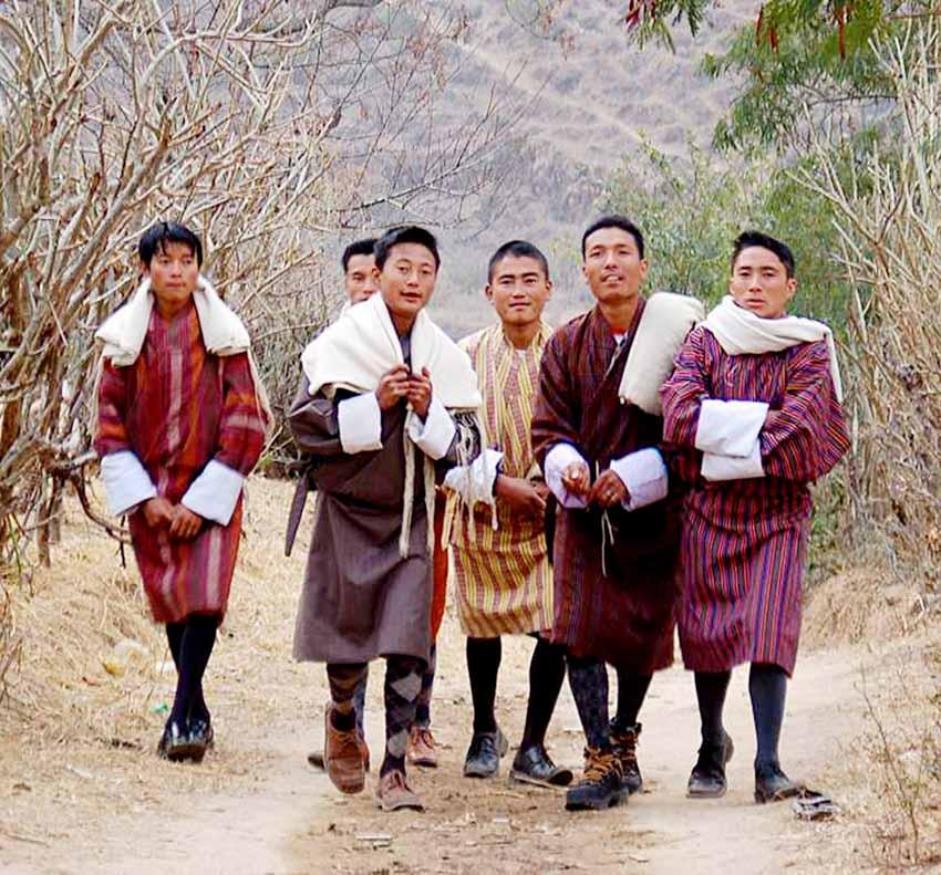 Nhiều nước vẫn mặc trang phục cổ truyền hàng ngày -1
