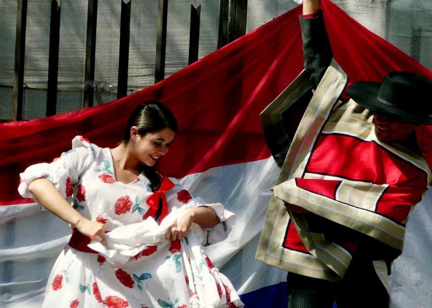 Nhiều nước vẫn mặc trang phục cổ truyền hàng ngày -3
