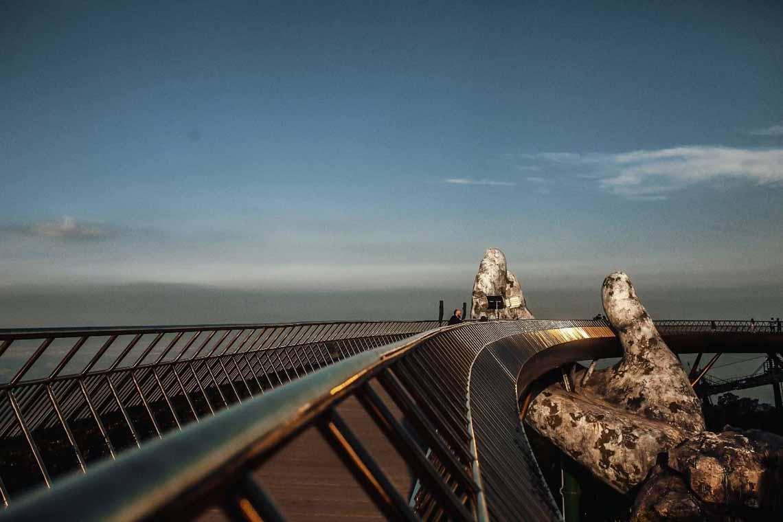 Chiêm ngưỡng những khoảnh khắc nghệ thuật bay bổng tại Cầu Vàng -9