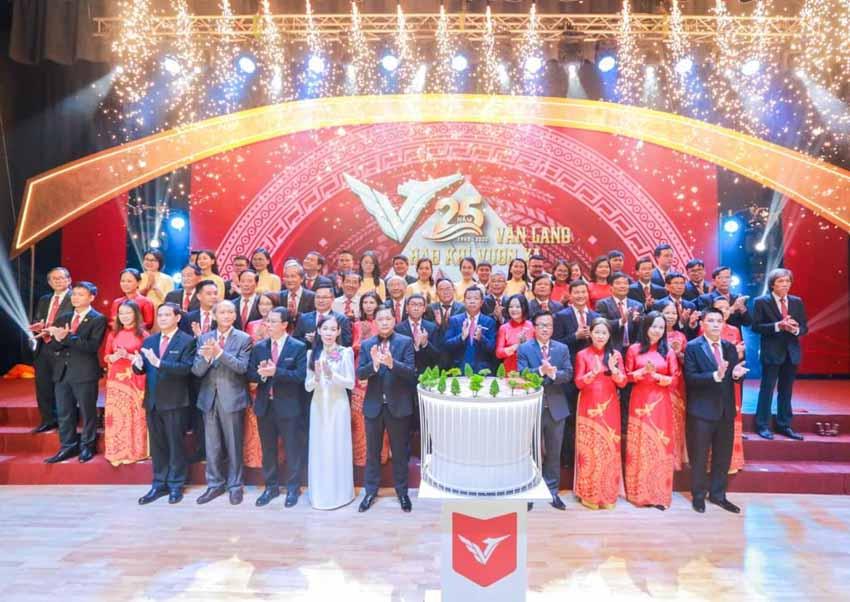Đại học Văn Lang đón nhận Huân chương Lao động hạng Ba -5