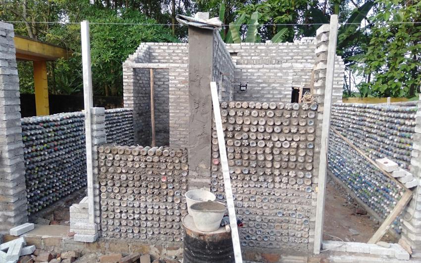 Trao tặng nhà vệ sinh làm bằng gạch chai nhựa đầu tiên tại Việt Nam-2