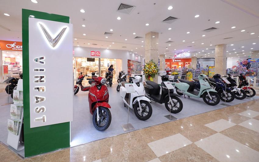 Vinfast đồng loạt khai trương 21 showroom ô tô và xe máy điện - 1