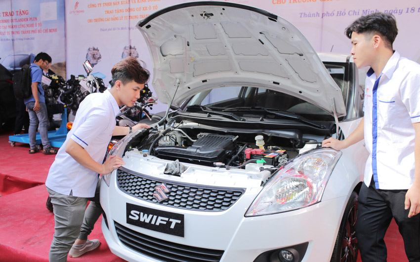 Việt Nam Suzuki tài trợ 01 ô tô và các mô tô cho các trường đại học, cao đẳng - 1