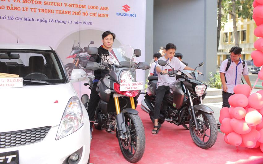 Việt Nam Suzuki tài trợ 01 ô tô và các mô tô cho các trường đại học, cao đẳng - 2