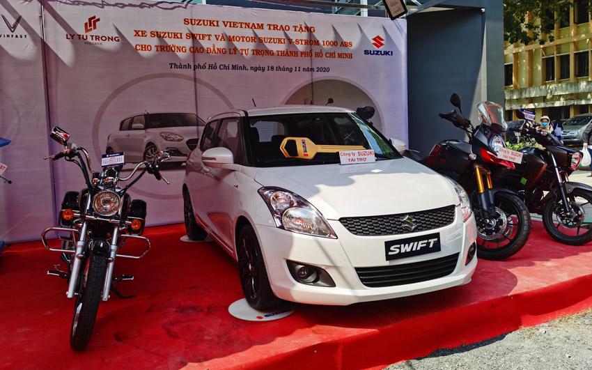 Việt Nam Suzuki tài trợ 01 ô tô và các mô tô cho các trường đại học, cao đẳng- 4