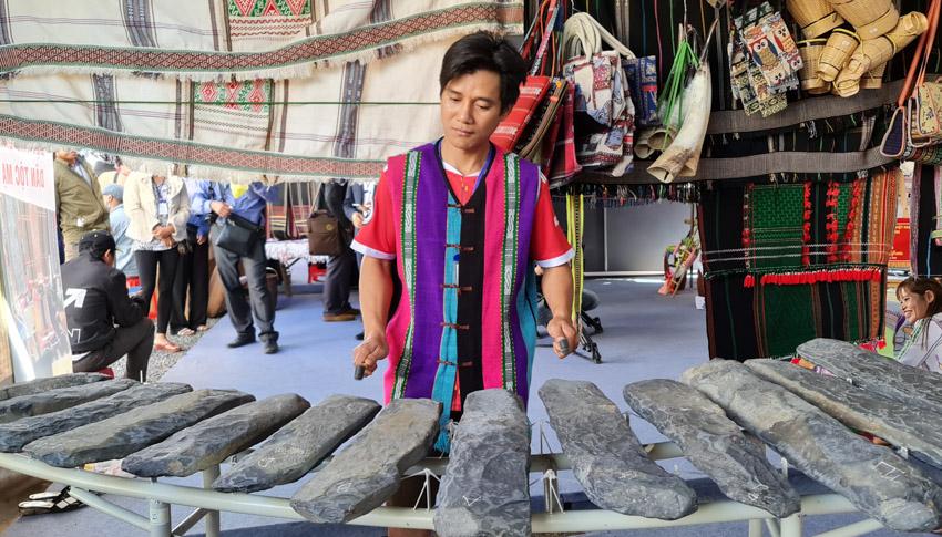 Đắk Nông đón nhận danh hiệu Công viên địa chất toàn cầu, khai mạc Lễ hội Thổ cẩm Việt Nam lần 2-25