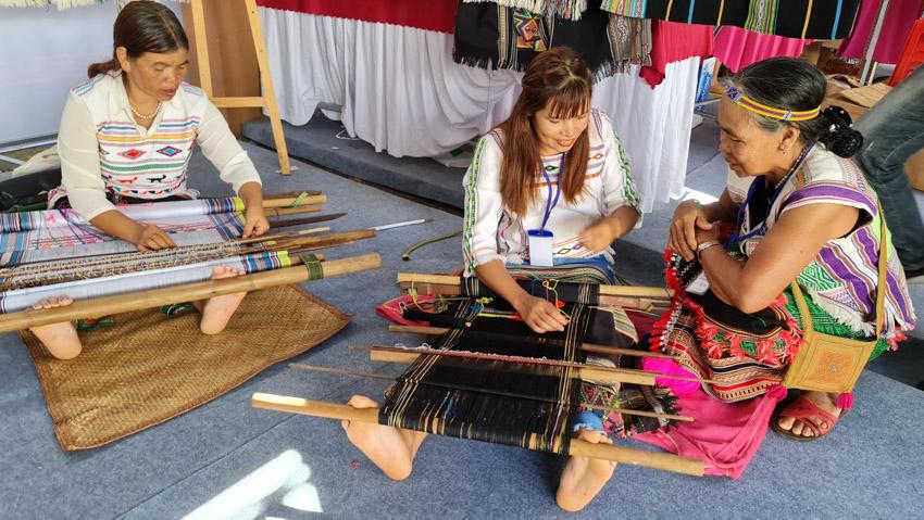 Đắk Nông đón nhận danh hiệu Công viên địa chất toàn cầu, khai mạc Lễ hội Thổ cẩm Việt Nam lần 2-39