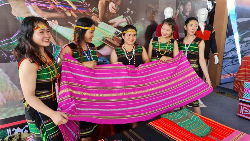 Đắk Nông đón nhận danh hiệu Công viên địa chất toàn cầu, khai mạc Lễ hội Thổ cẩm Việt Nam lần 2-41