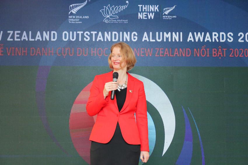 Sáu cá nhân ưu tú này đã thụ hưởng nền giáo dục đẳng cấp thế giới của New Zealand, đạt được những thành công trong sự nghiệp và tích cực đóng góp cho xã hội. - 2