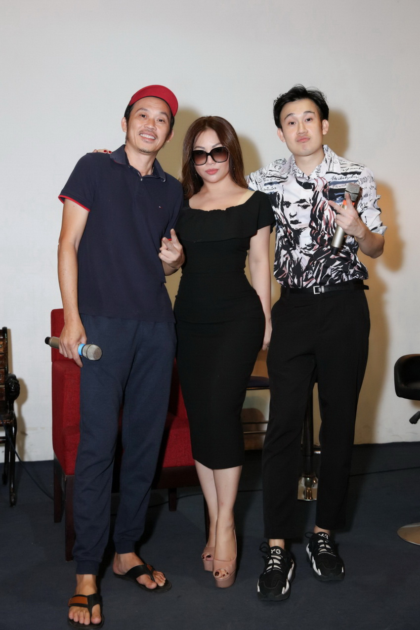 Anh em Hoài Linh , Dương Triệu Vũ tập bài hát tặng mẹ 002