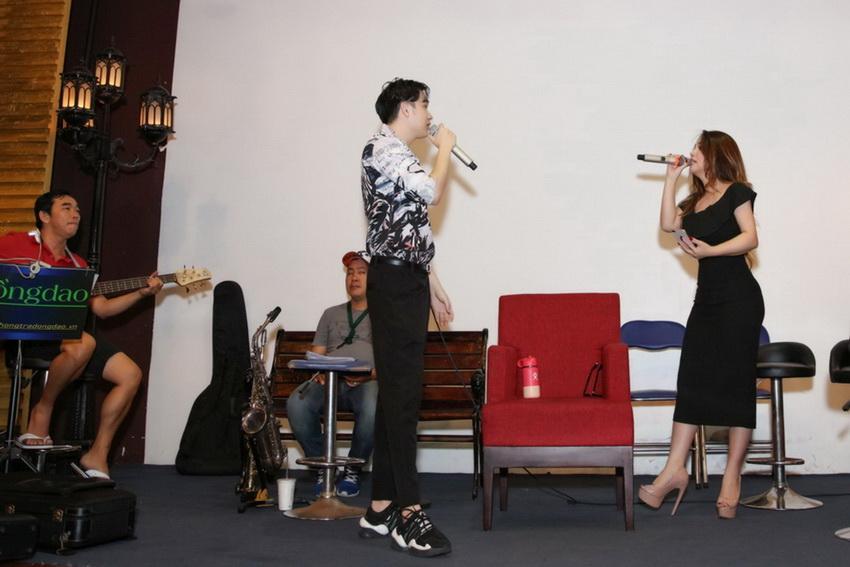 Anh em Hoài Linh , Dương Triệu Vũ tập bài hát tặng mẹ 004