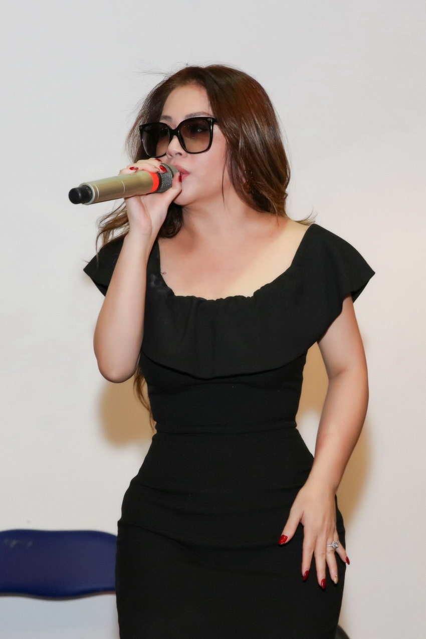 Anh em Hoài Linh , Dương Triệu Vũ tập bài hát tặng mẹ 005