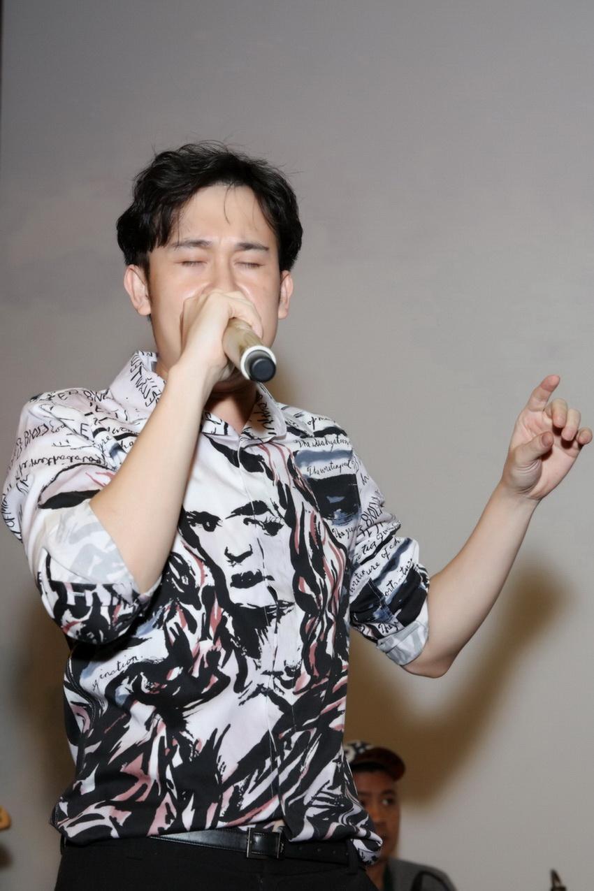 Anh em Hoài Linh , Dương Triệu Vũ tập bài hát tặng mẹ 006