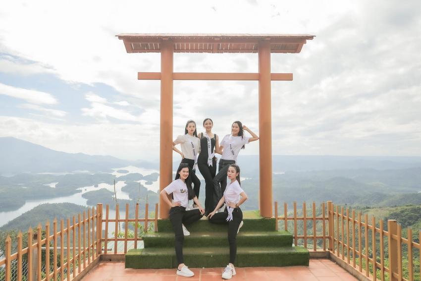 Top 32 Miss Tourism Vietnam 2020 tham quan Vườn quốc gia Tà Đùng, tham gia Lễ hội Sum họp Cộng đồng 2020 004