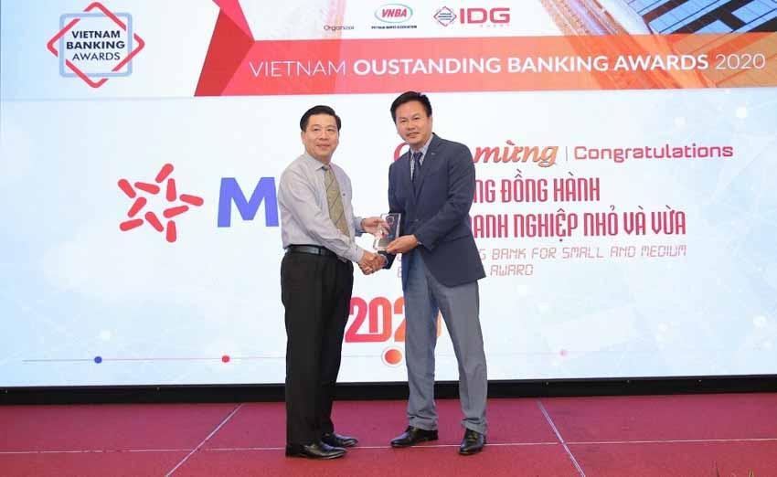 MB được vinh danh 'Ngân hàng tiêu biểu về tín dụng xanh' và 'Ngân hàng đồng hành cùng doanh nghiệp SME' -2