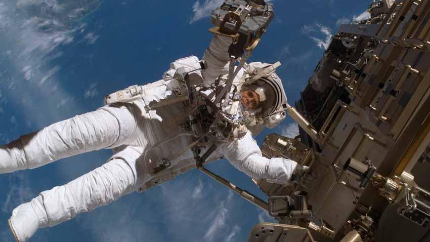 Mỹ lại tự đưa người lên ISS và cuộc cách mạng trang phục không gian -6