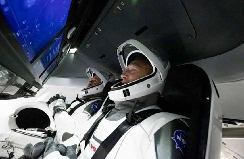 Mỹ lại tự đưa người lên ISS và cuộc cách mạng trang phục không gian -10