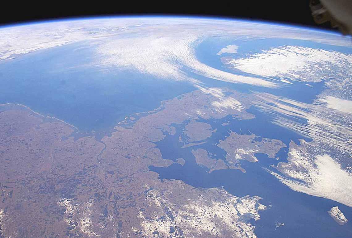 Tổng hợp những bức ảnh kinh ngạc về Trái Đất dưới góc nhìn ngoài không gian -1