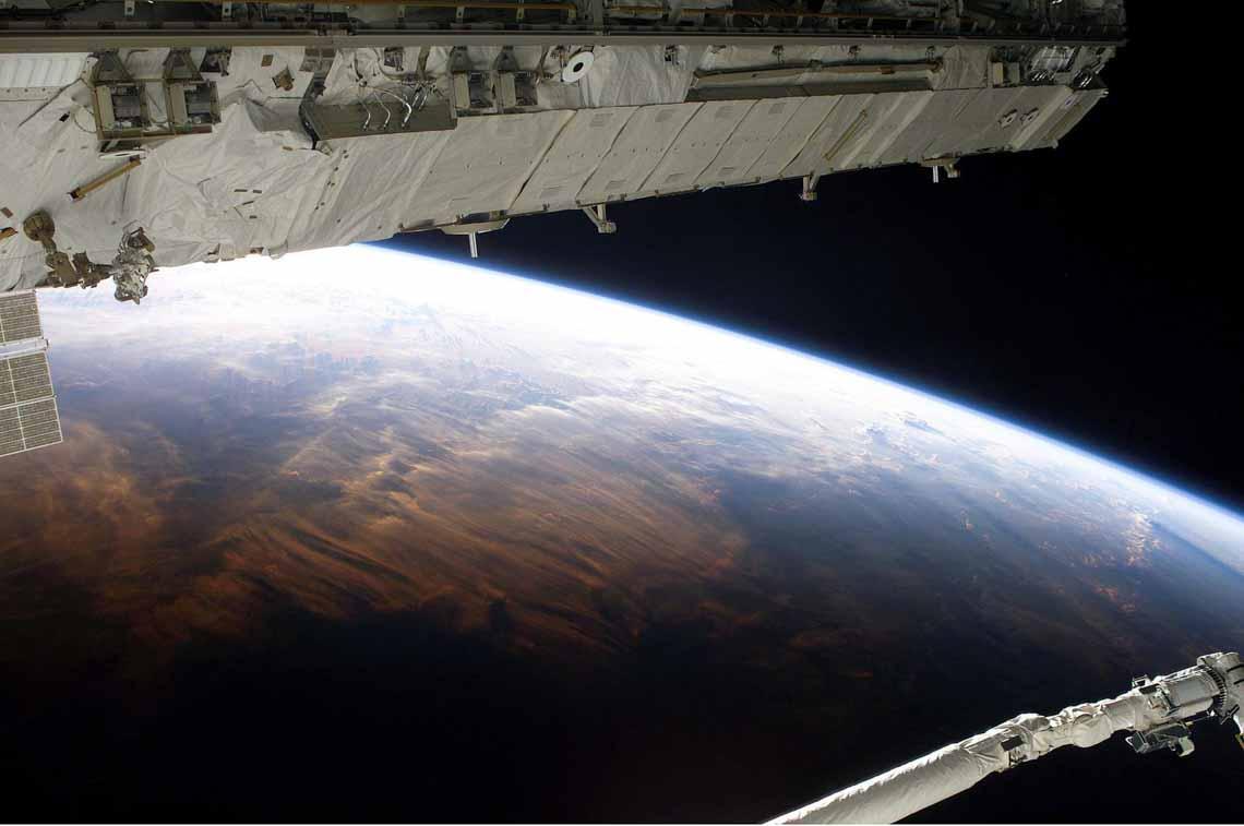 Tổng hợp những bức ảnh kinh ngạc về Trái Đất dưới góc nhìn ngoài không gian -16