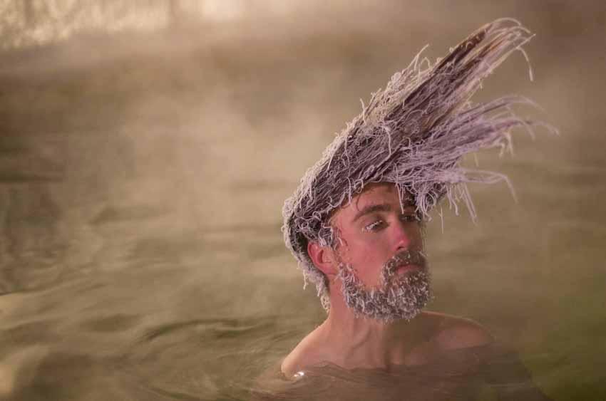 Độc đáo cuộc thi đóng băng tóc ở Canada -5