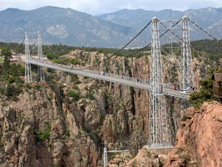 10 cây cầu đáng sợ mà bạn không muốn đi qua -1